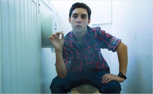 Fumer aux chiottes : sans doute ce qu'il y a de mieux à faire pendant un film de Luc Besson.
